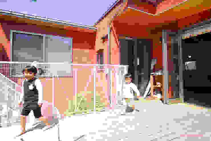 ぐるぐる回れるということ モダンデザインの テラス の アグラ設計室一級建築士事務所 agra design room モダン