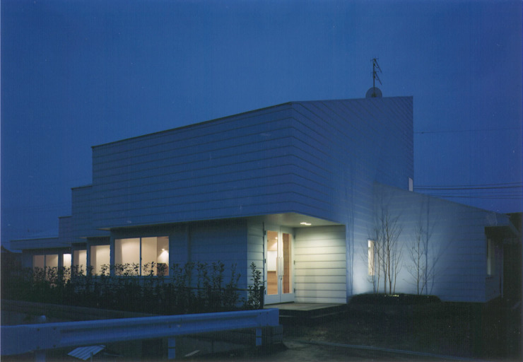 株式会社 高井義和建築設計事務所 Maisons modernes Bois Blanc