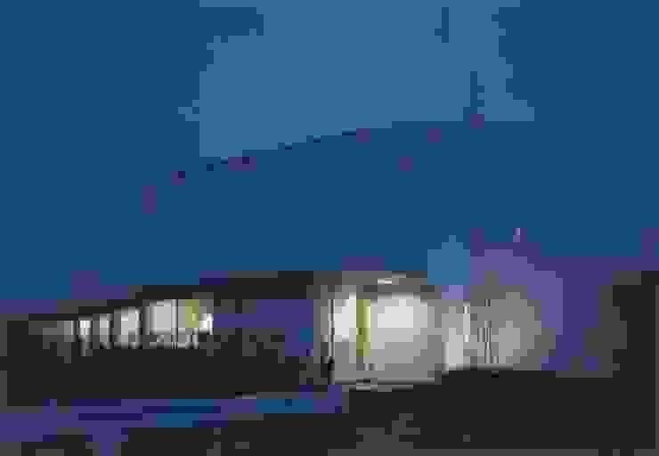 Casas estilo moderno: ideas, arquitectura e imágenes de 株式会社 高井義和建築設計事務所 Moderno Madera Acabado en madera