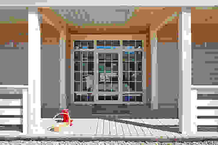 Входная группа, главный вход Окна и двери в классическом стиле от ODEL Классический Дерево Эффект древесины