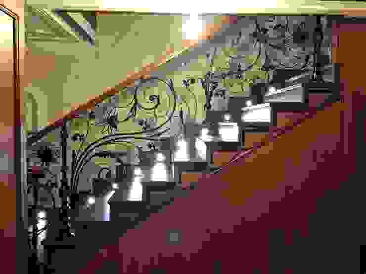 Corridor, hallway & stairs  by Klasik Ferforje,