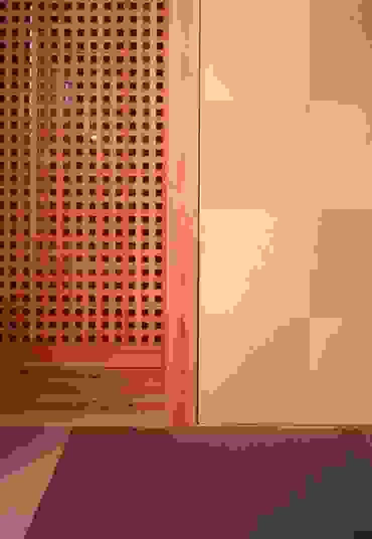 midorimachi house モダンデザインの リビング の 髙岡建築研究室 モダン