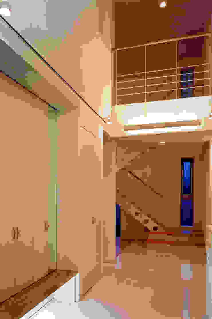エントランスホール モダンスタイルの 玄関&廊下&階段 の 有限会社アイエスティーアーキテクツ モダン 石灰岩