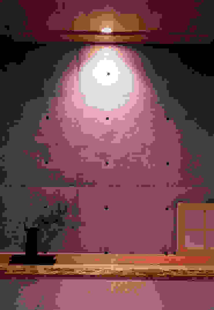 shimizumachi house モダンな 壁&床 の 髙岡建築研究室 モダン