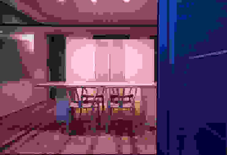 shimizumachi house モダンデザインの ダイニング の 髙岡建築研究室 モダン