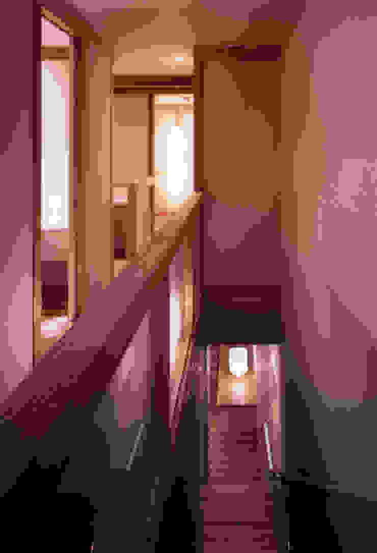 shimizumachi house モダンスタイルの 玄関&廊下&階段 の 髙岡建築研究室 モダン