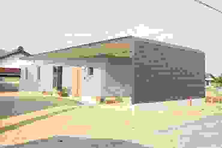 M house オリジナルな 家 の studio moderno オリジナル