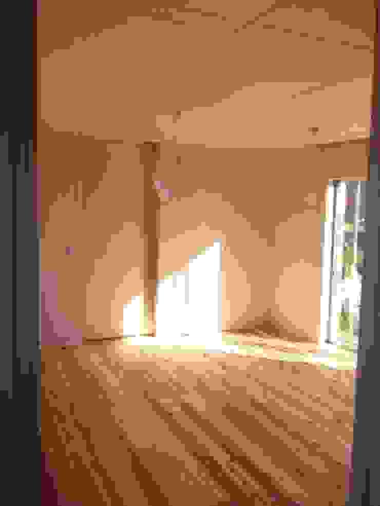 M house 北欧スタイルの 壁&床 の studio moderno 北欧
