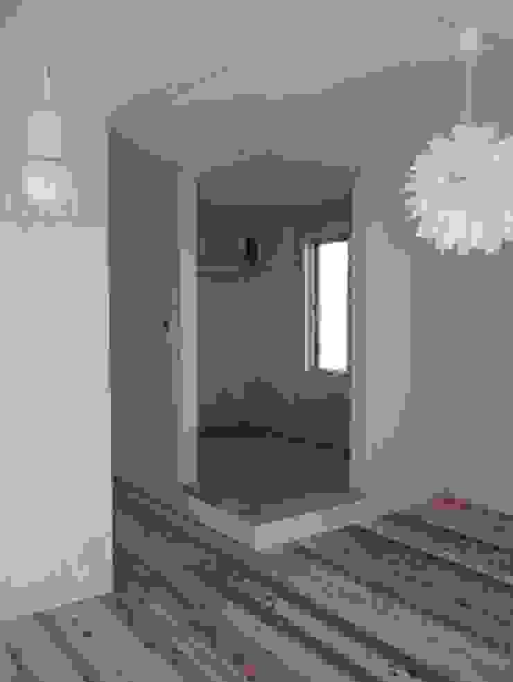M house 和風スタイルの 壁&フローリングデザイン の studio moderno 和風