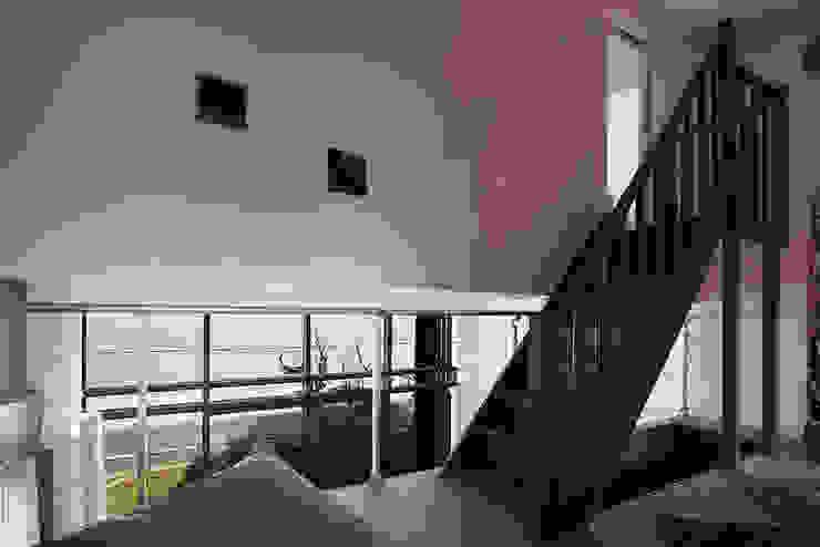 모던스타일 거실 by Natacha Goudchaux Architecte d'interieur 모던