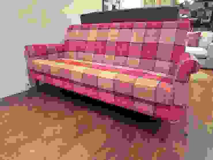 boris sofa 3 seater: (株)工房スタンリーズが手掛けた折衷的なです。,オリジナル 綿 赤色