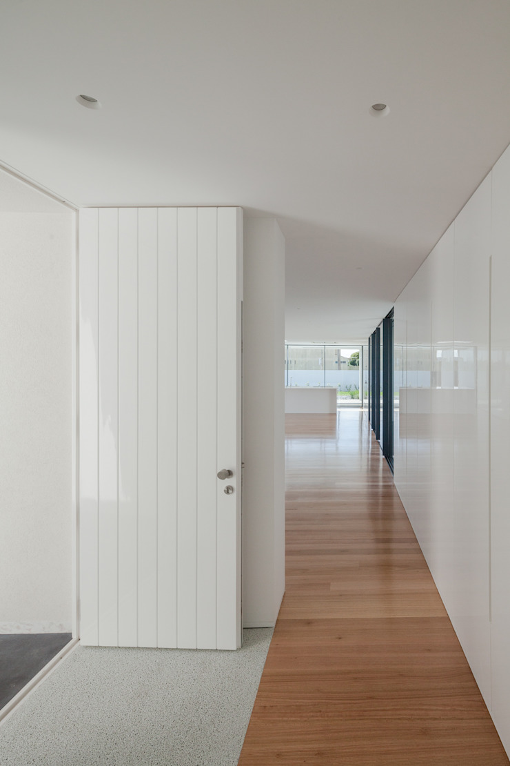 Casa em Gandra - Raulino Silva Arquitecto Corredores, halls e escadas minimalistas por Raulino Silva Arquitecto Unip. Lda Minimalista
