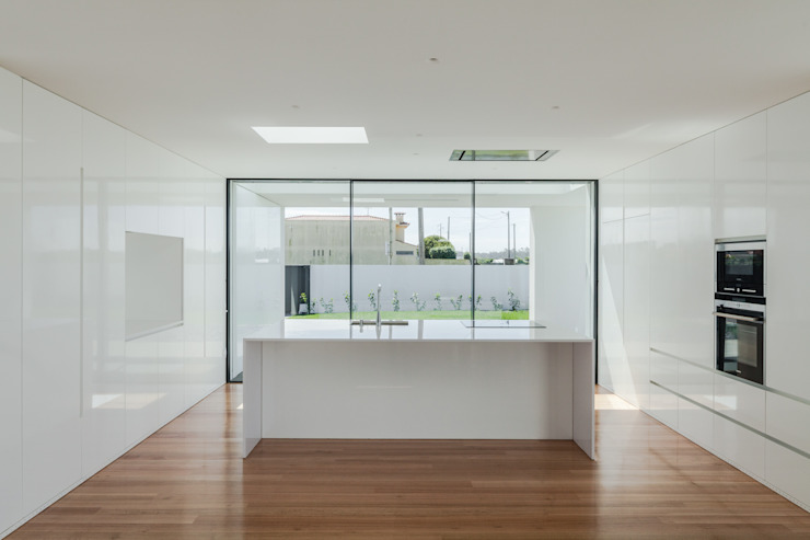 Casa em Gandra - Raulino Silva Arquitecto Cozinhas minimalistas por Raulino Silva Arquitecto Unip. Lda Minimalista