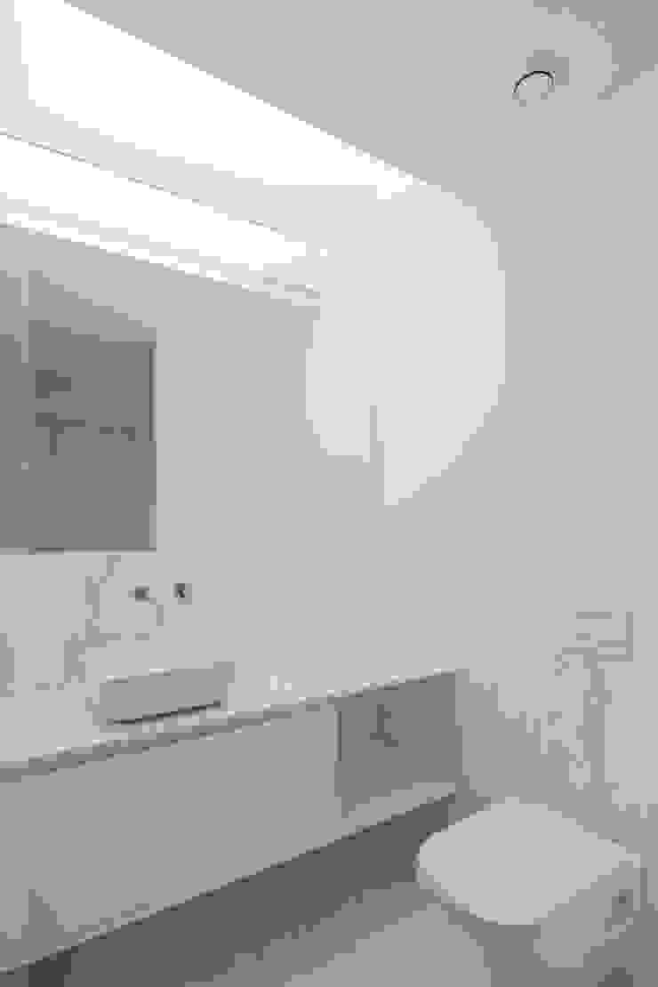 Casa em Gandra - Raulino Silva Arquitecto Casas de banho minimalistas por Raulino Silva Arquitecto Unip. Lda Minimalista