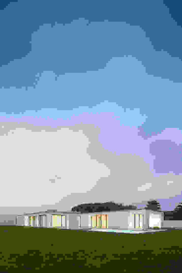 Casa em Gandra - Raulino Silva Arquitecto Casas minimalistas por Raulino Silva Arquitecto Unip. Lda Minimalista
