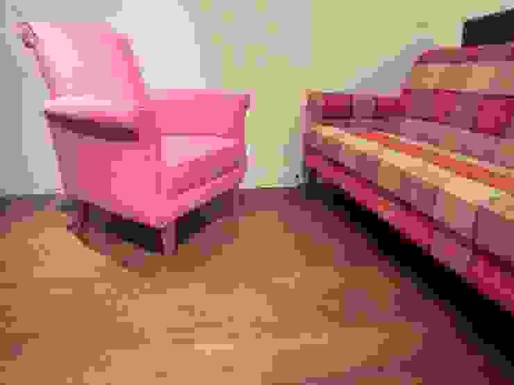 Boris sofa 1 seater: (株)工房スタンリーズが手掛けた折衷的なです。,オリジナル 綿 赤色