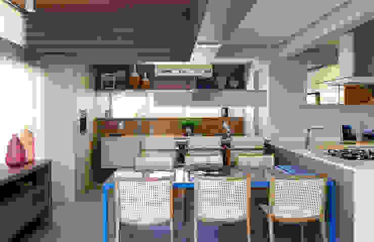 Amanda Carvalho - arquitetura e interiores Modern Kitchen