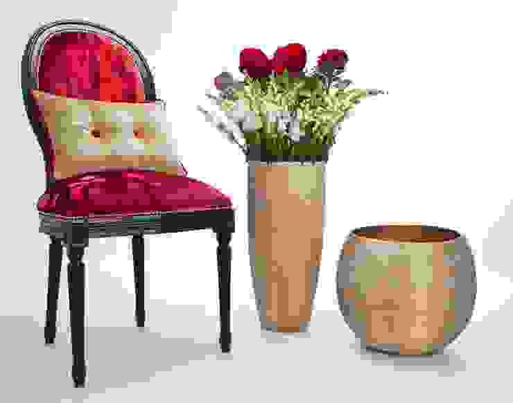 Ruby Red Chair por homify Moderno Madeira maciça Multicolor