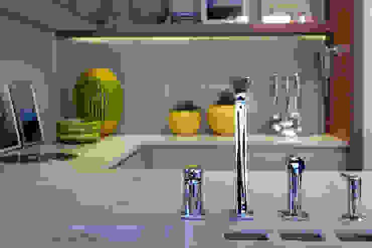 Apartamento DT: Cozinhas  por Amanda Carvalho - arquitetura e interiores