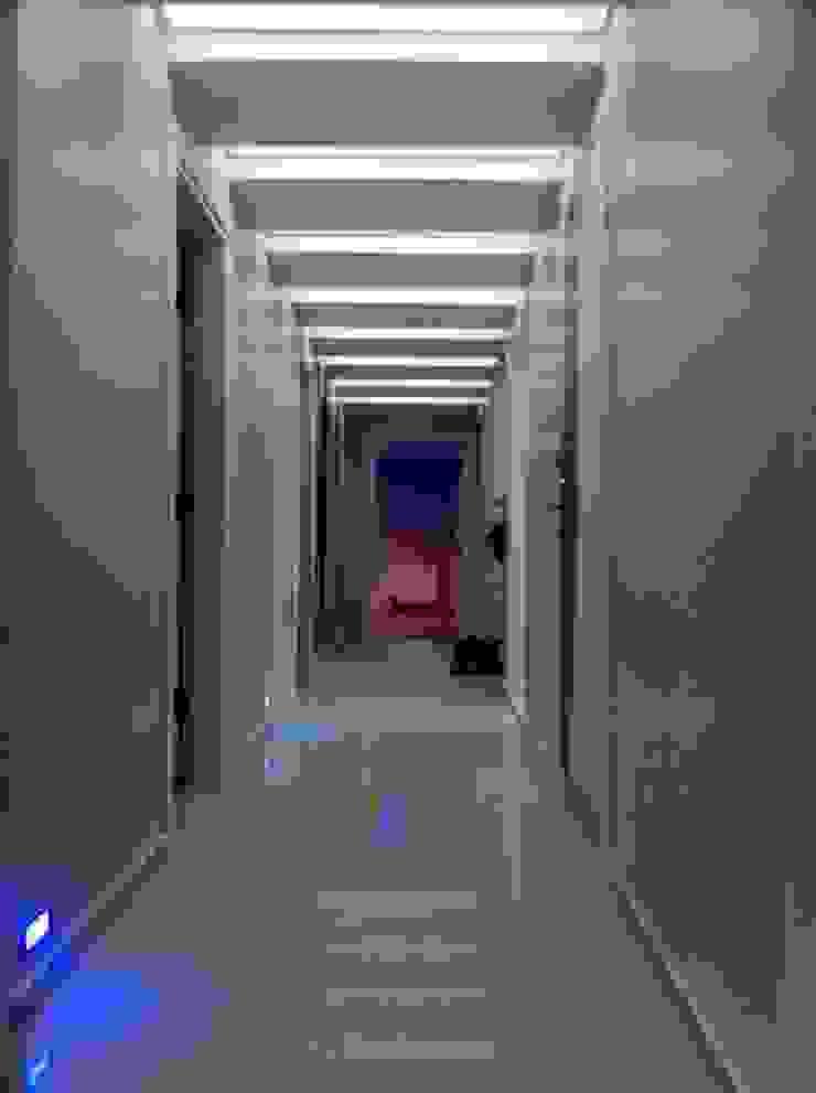 İmdat C. Evi Modern Koridor, Hol & Merdivenler AÇIT MİMARLIK DEKORASYON İNŞ. SAN. TİC. LTD. Modern