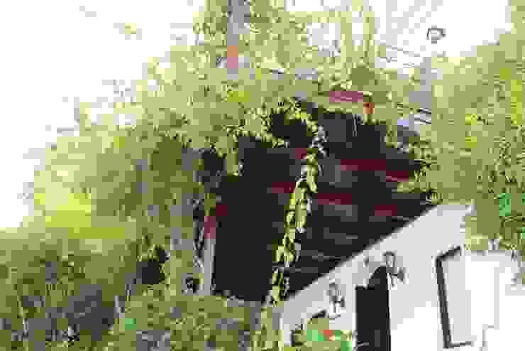 Balcones y terrazas de estilo moderno de AÇIT MİMARLIK DEKORASYON İNŞ. SAN. TİC. LTD. Moderno