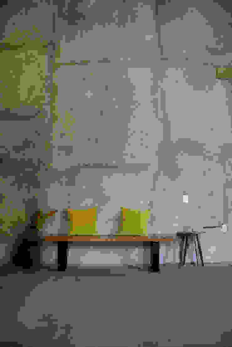 Banca Conte:  de estilo industrial por Design + Concept, Industrial Madera Acabado en madera