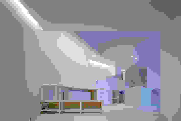 Modern dining room by 関建築設計室 / SEKI ARCHITECTURE & DESIGN ROOM Modern