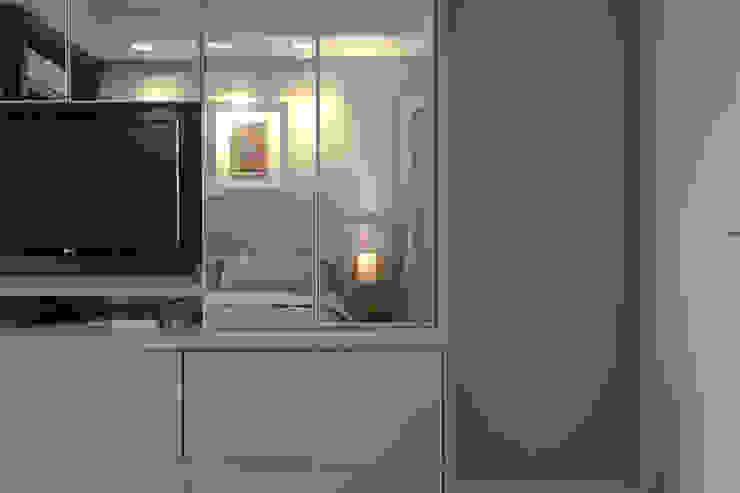 Apartamento DT Quartos modernos por Amanda Carvalho - arquitetura e interiores Moderno