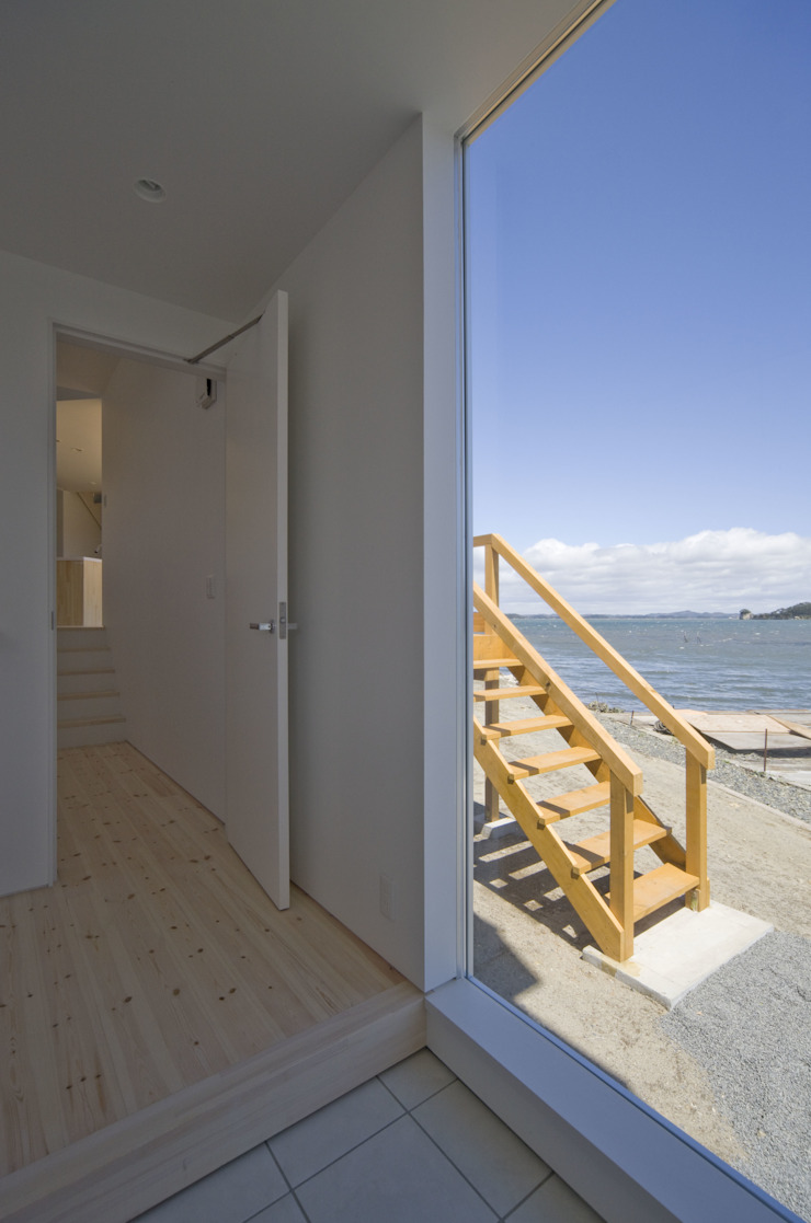 Modern Corridor, Hallway and Staircase by 関建築設計室 / SEKI ARCHITECTURE & DESIGN ROOM Modern