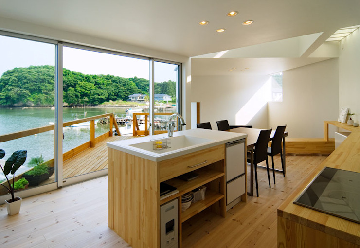 Modern style kitchen by 関建築設計室 / SEKI ARCHITECTURE & DESIGN ROOM Modern