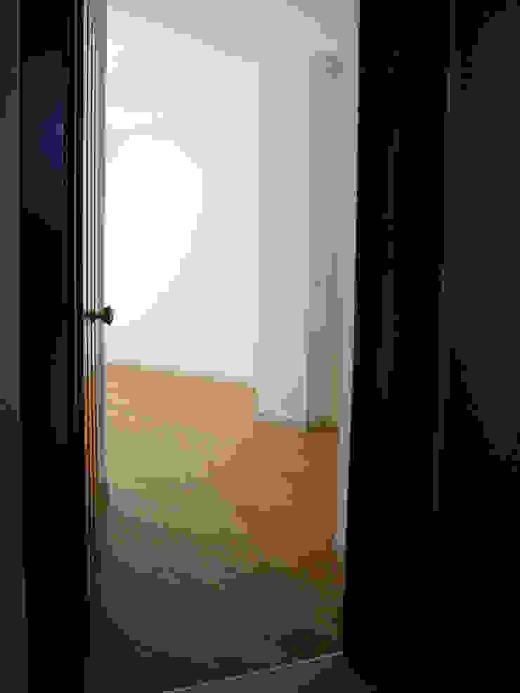 Couloir, entrée, escaliers modernes par Nicola Sacco Architetto Moderne