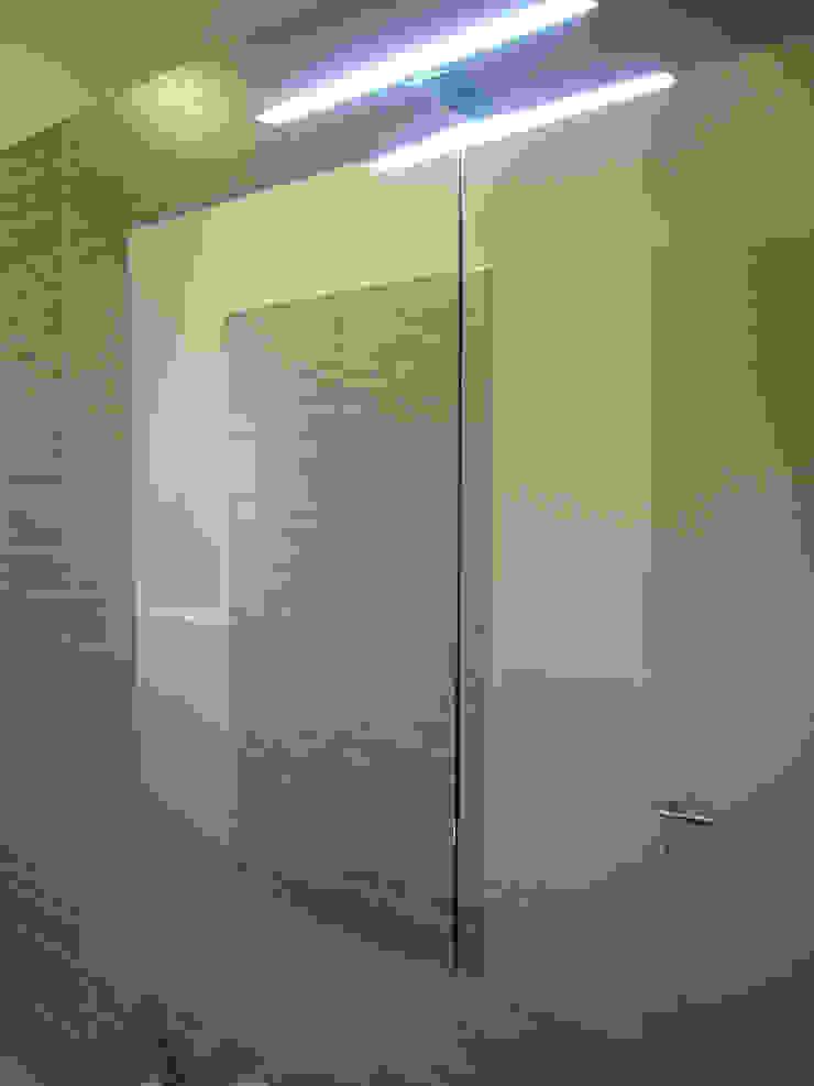 Salle de bain moderne par Nicola Sacco Architetto Moderne