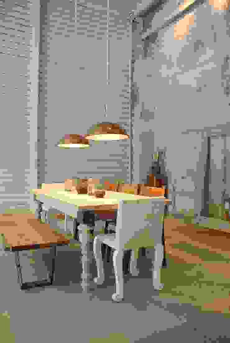 Mesa Shaburn de Design + Concept Moderno