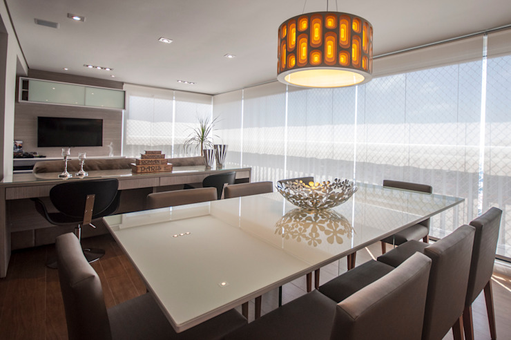Modern dining room by Haus Brasil Arquitetura e Interiores Modern