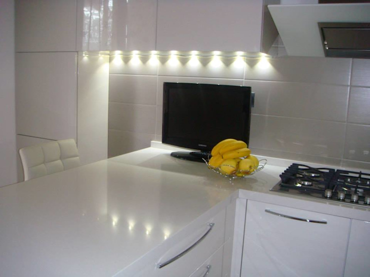 Modern Kitchen by Benuzzi srl Modern Ceramic
