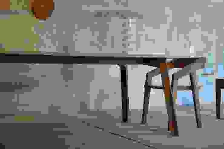 Mesa Vinko de Design + Concept Moderno Madera maciza Multicolor