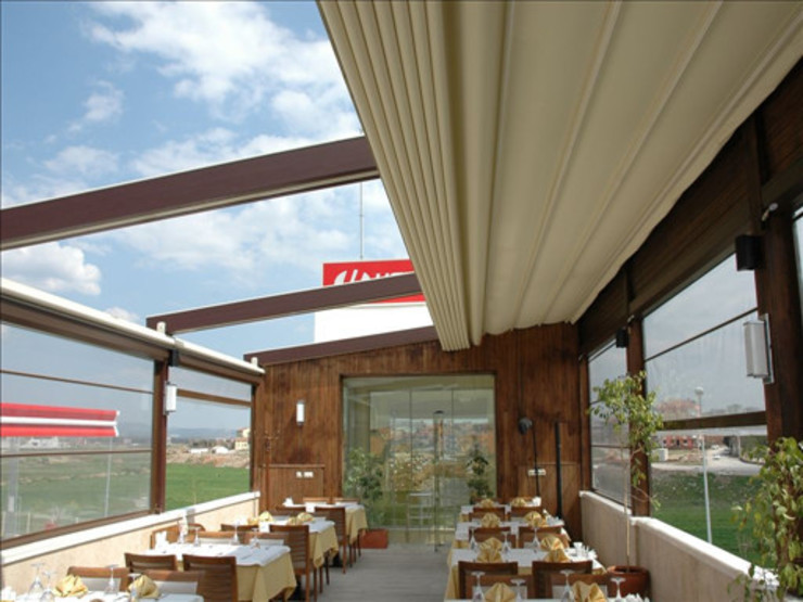Pergolato Modern Balkon, Veranda & Teras Pergolato SRL. Modern