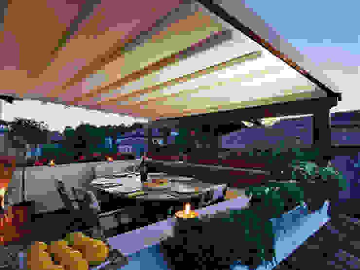 Varandas, alpendres e terraços modernos por Pergolato SRL. Moderno