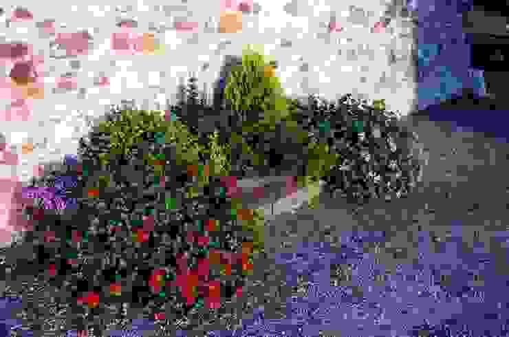 JARDINERAS CON TRAVIESAS DE MADERA Jardines de estilo mediterráneo de GARDEN MAS DURAN Mediterráneo