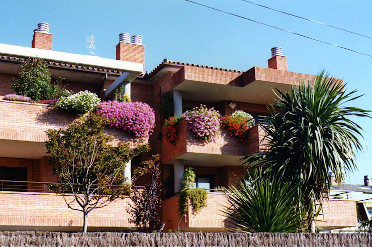 GARDEN MAS DURAN Balcone, Veranda & Terrazza in stile mediterraneo