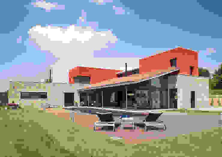 UNIFAMILIAR CERVIA DE TER -GIRONA- Casas de estilo mediterráneo de ARQ.TEC SURIS ASSOCIATS SLP Mediterráneo