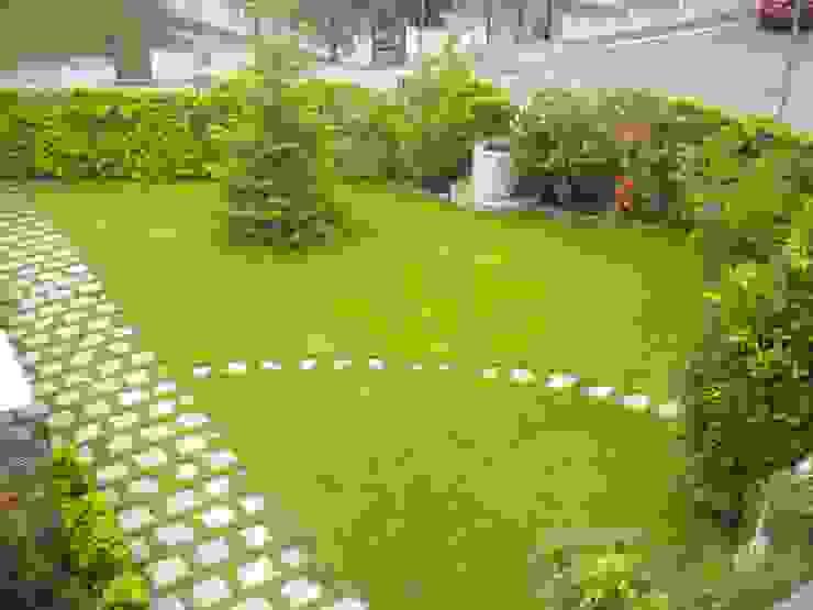 Villa con giardino Giardino moderno di Studio dt Arch&Art Moderno