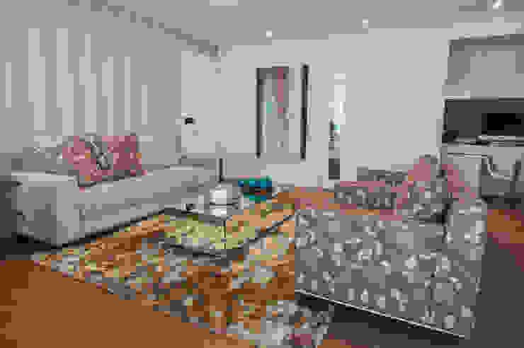 Modern Living Room by Haus Brasil Arquitetura e Interiores Modern