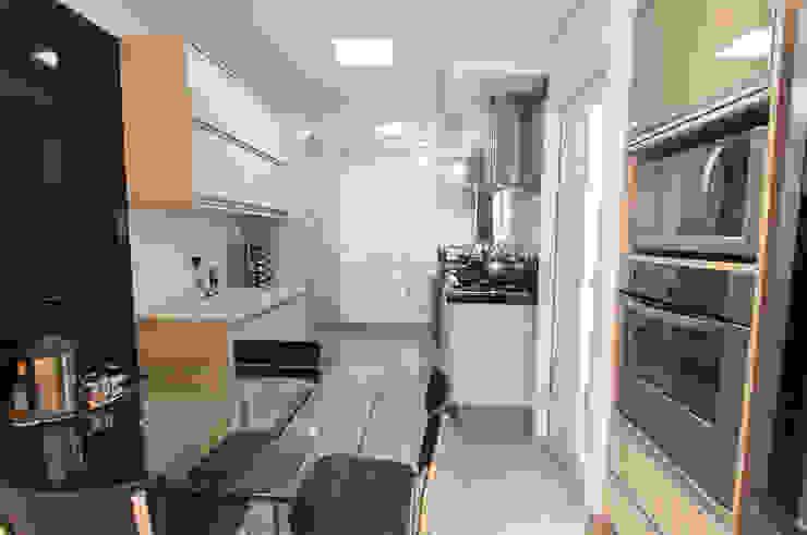 Modern Kitchen by Haus Brasil Arquitetura e Interiores Modern