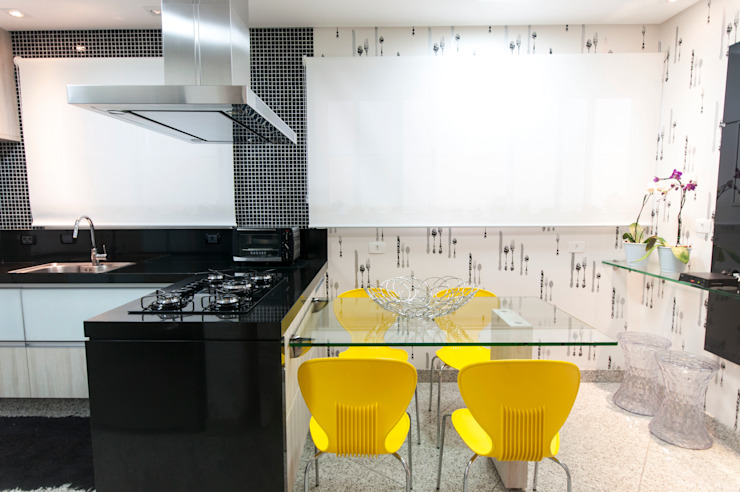Eclectic style kitchen by Haus Brasil Arquitetura e Interiores Eclectic
