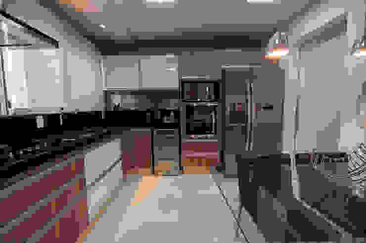مطبخ تنفيذ Haus Brasil Arquitetura e Interiores,