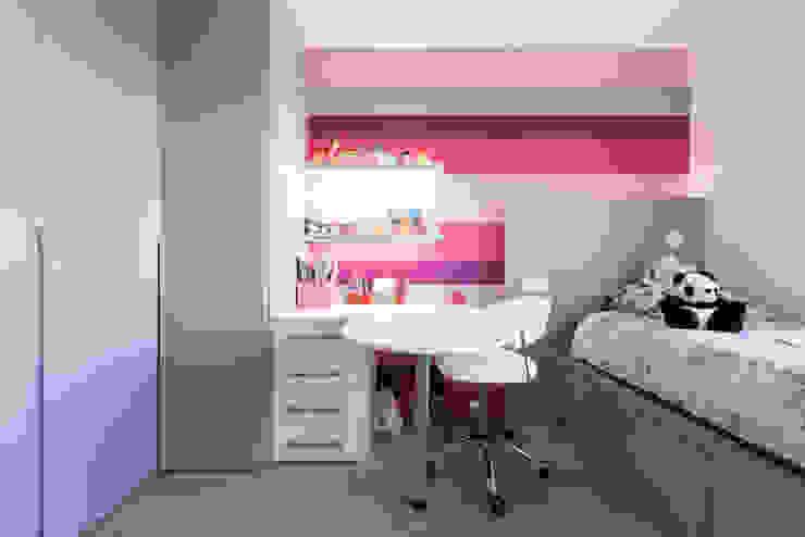 CHAMBRE ENFANT Bureau moderne par LA CUISINE DANS LE BAIN SK CONCEPT Moderne