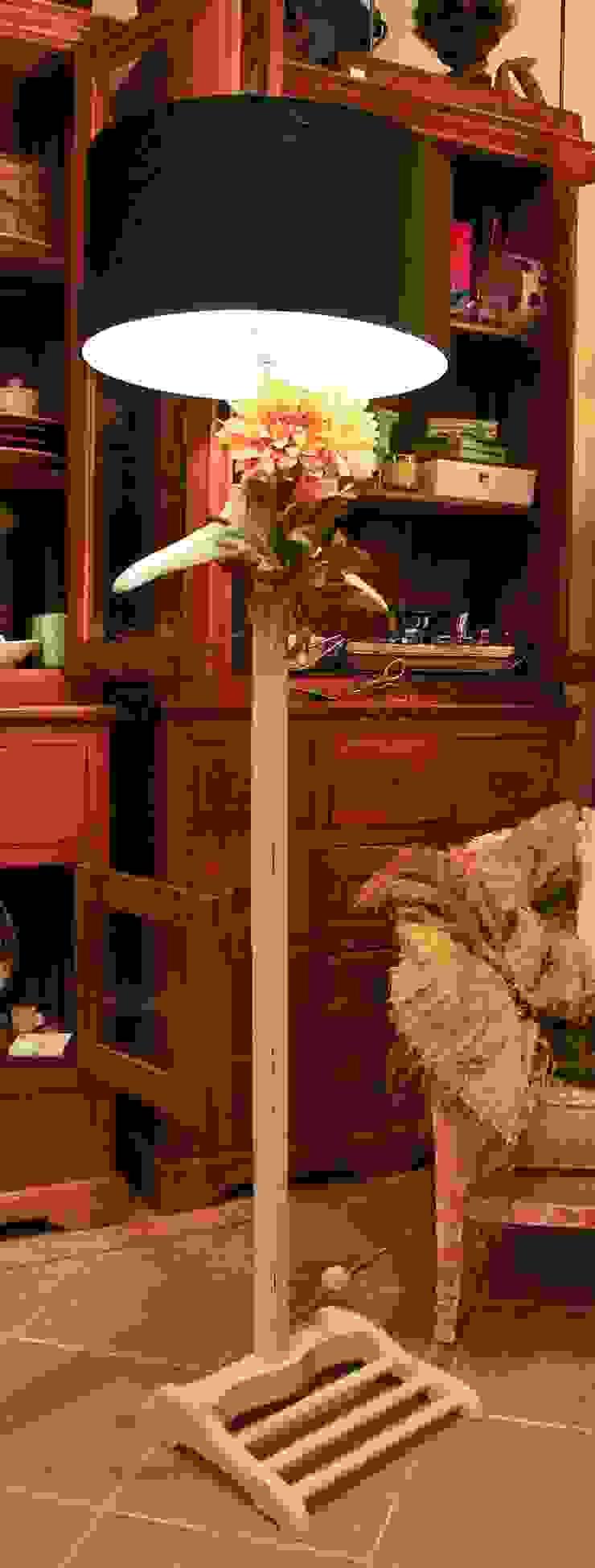 Candeeiro cabide por Restauro em Sintra Campestre Madeira Acabamento em madeira