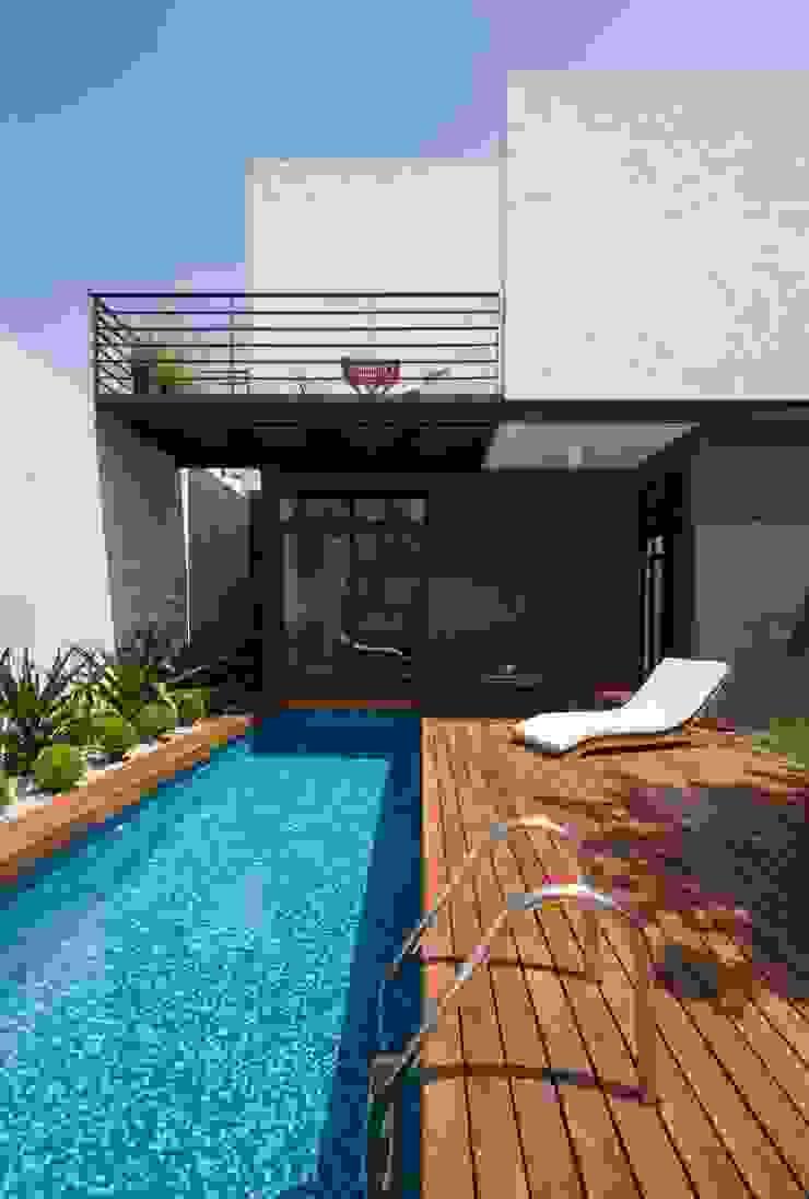 Casa Ming Piscinas de estilo moderno de LGZ Taller de arquitectura Moderno Madera Acabado en madera