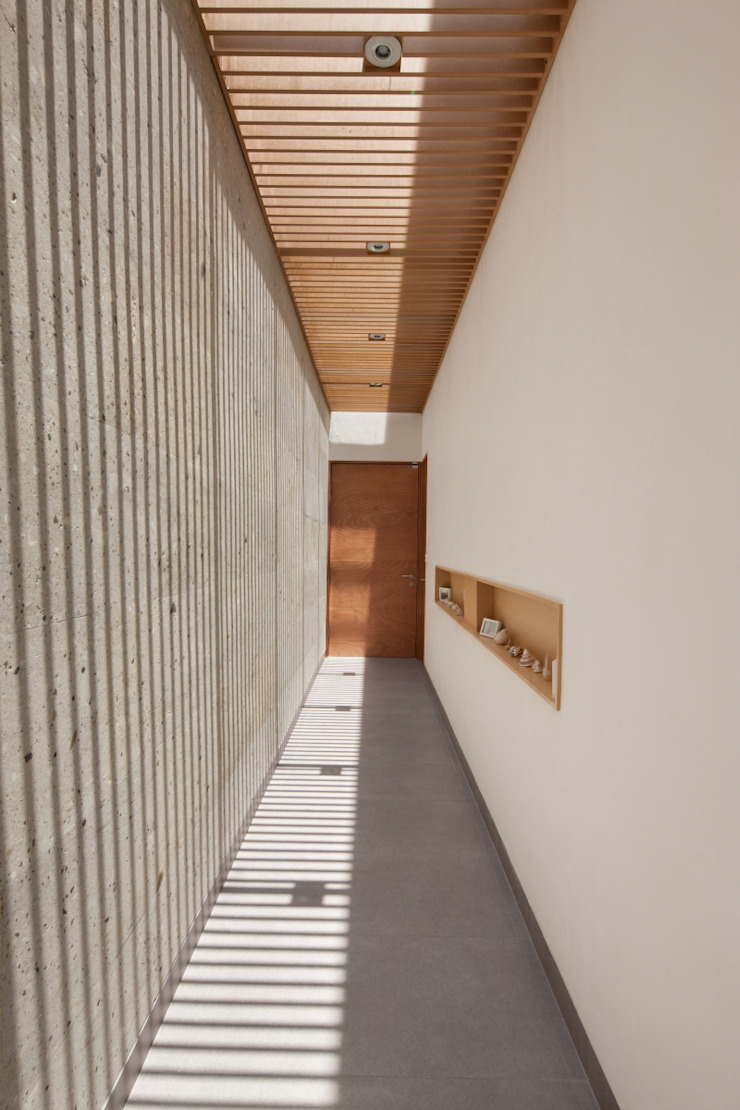 Moderner Flur, Diele & Treppenhaus von LGZ Taller de arquitectura Modern Stein